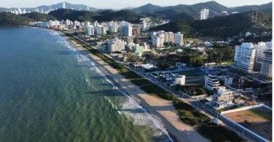 Estão proibidos novos empreendimentos que façam sombra na Praia Brava