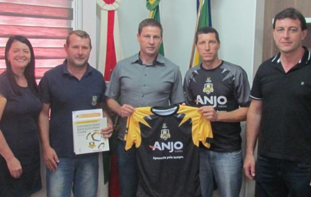 Jacinto Machado renova parceria com Anjos do Futsal