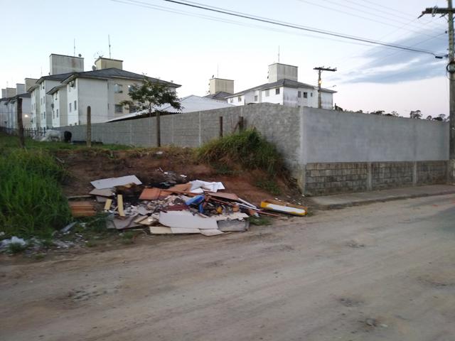 Terreno ao lado do Residencial Amanda Costa pode virar lixão