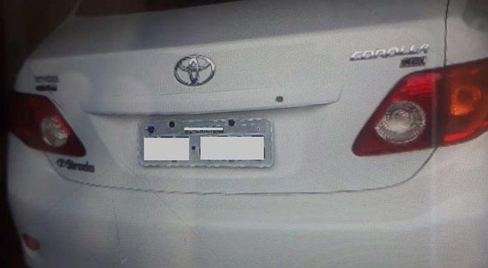 Carro roubado é achado em estacionamento de edifício