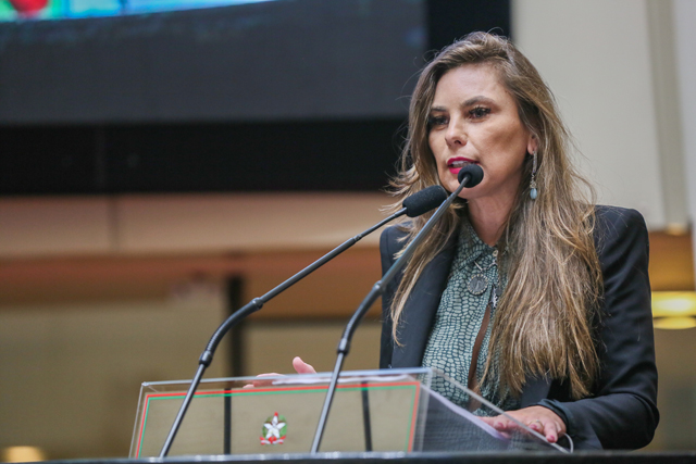 Projeto de Paulinha garante acesso ao parto cesariano na rede de saúde