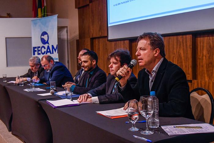 Prefeito de Içara participa de evento da Fecam