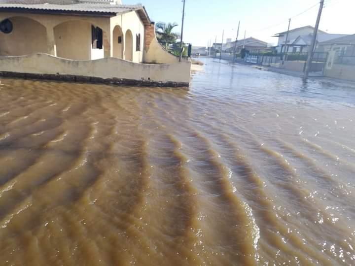 Ciclone extratropical faz o mar avançar novamente em Balneário Rincão
