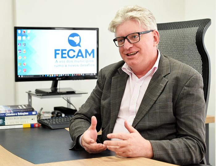 FECAM participa da construção do currículo da educação em SC