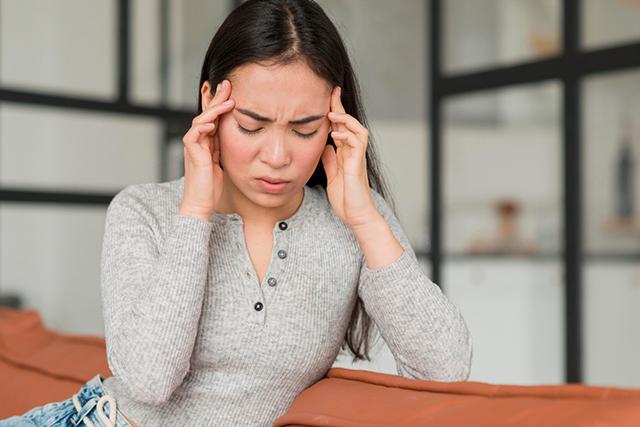 Dores de cabeça podem ser sintomas de doenças mais graves e estresse