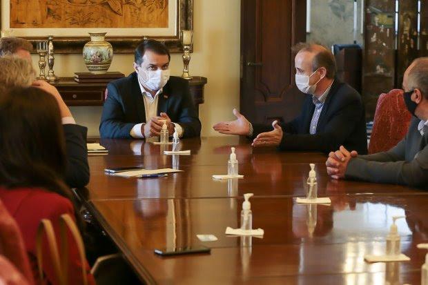 Governador de SC e presidente da Fecam debatem estratégias para combate à pandemia