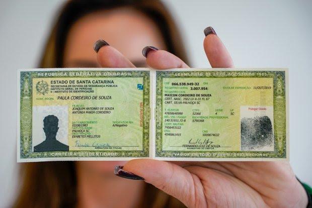Novo modelo de Carteira de Identidade completa um ano em Santa Catarina