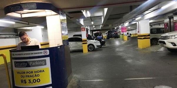 Shopping Della facilita drive-thru e walk-thru de produtos em Criciúma