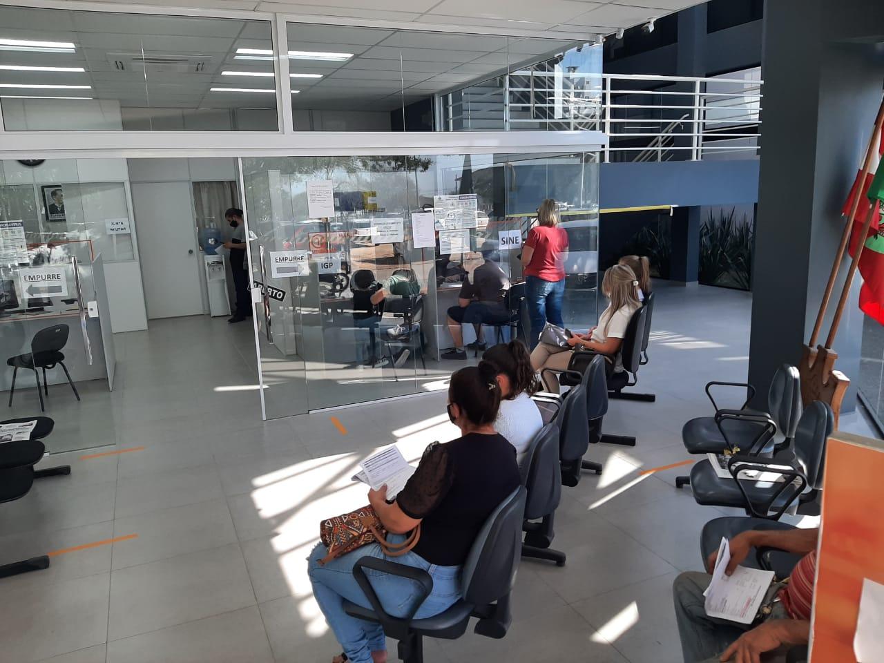 Comércio e serviços são os setores com maior saldo de empregos em Içara