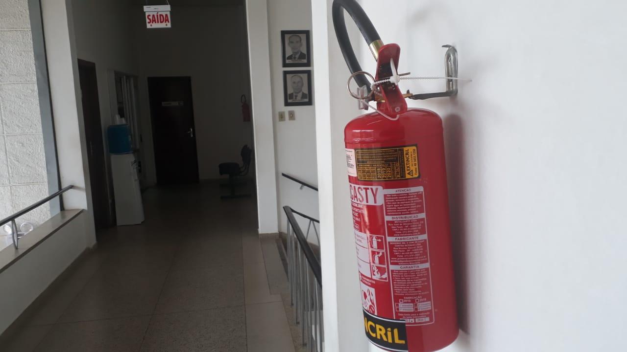 Prédios do governo de Içara recebem instalação de sistemas vitais