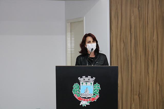 Vereadora Sílvia Mendes solicita implantação de rede de esgoto