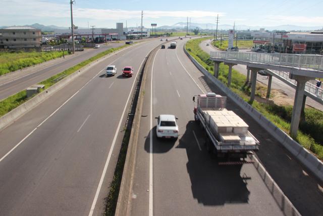 Verão na BR-101 Sul/SC: Tráfego local requer cuidado redobrado dos motoristas