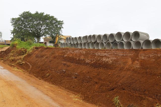 Rua geral da Vila Alvorada recebe serviços de alargamento e drenagem
