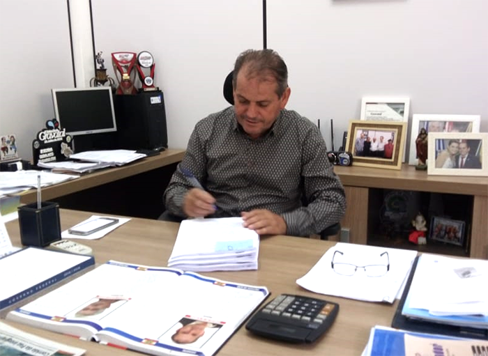 Prefeito Edvaldo Oliveira Sanciona Plano Diretor de Gravatal