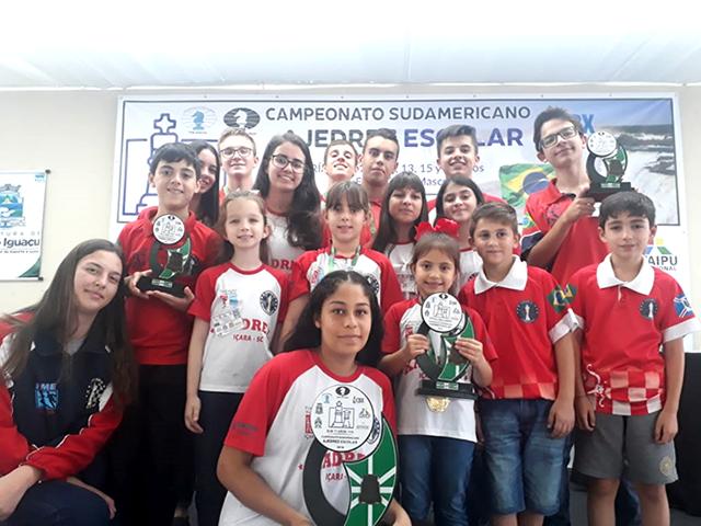 Içara é vice-campeã geral do II Sul-americano Escolar de Xadrez
