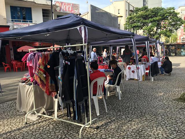 Praça Nereu Ramos recebe vendas de artesanato