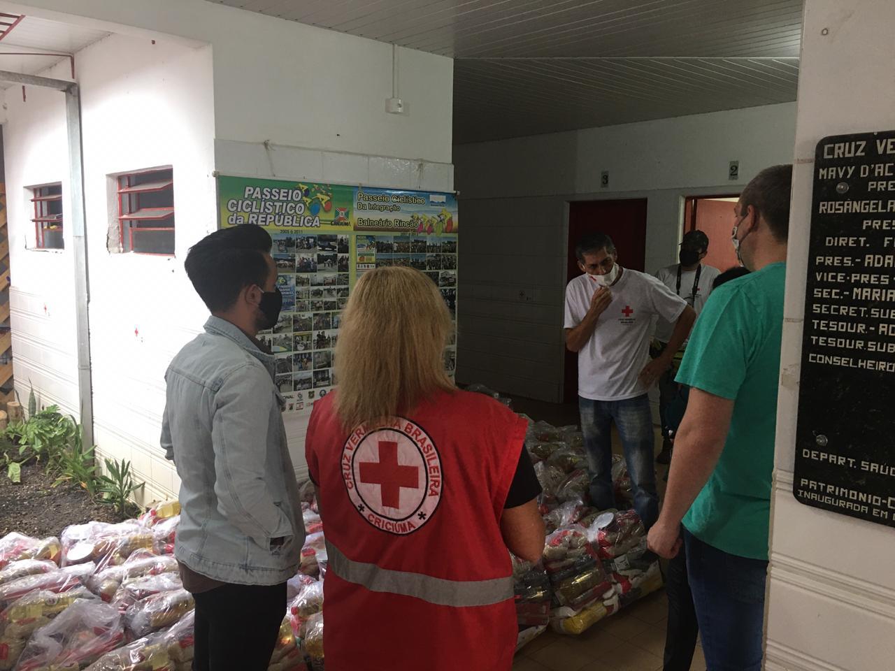Servidores do Legislativo doam 4 toneladas de alimentos a Equipe Multi-Institucional
