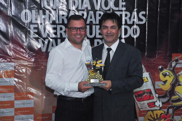 Corretor de imóveis Wagner cometa sobre Destaque Içarense 2016
