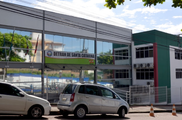 Retorno do atendimento presencial na sede do Detran em Florianópolis é adiado