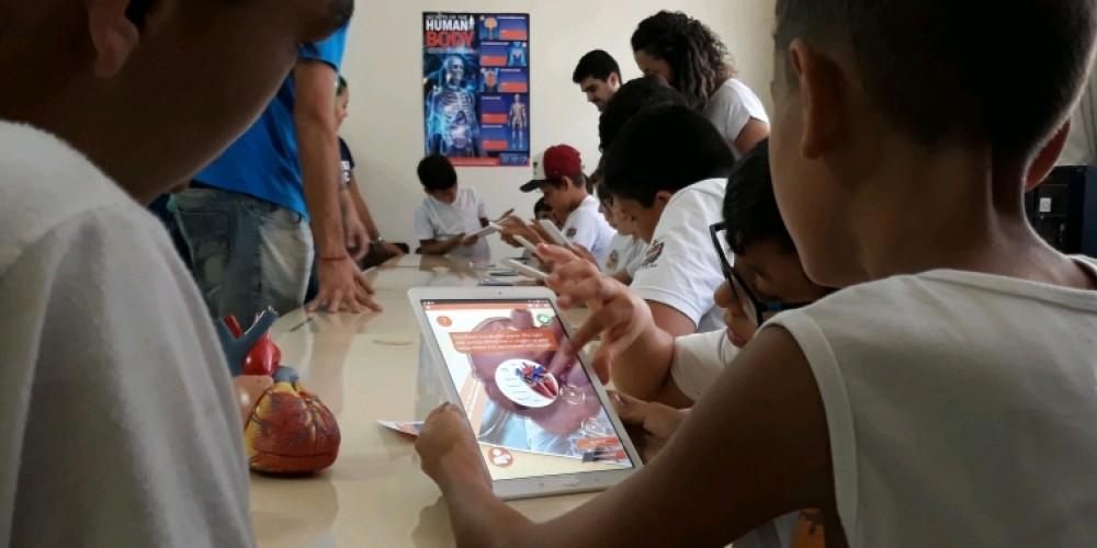 Escola Dimer Pizzetti experimenta realidade aumentada para estudo de Ciências
