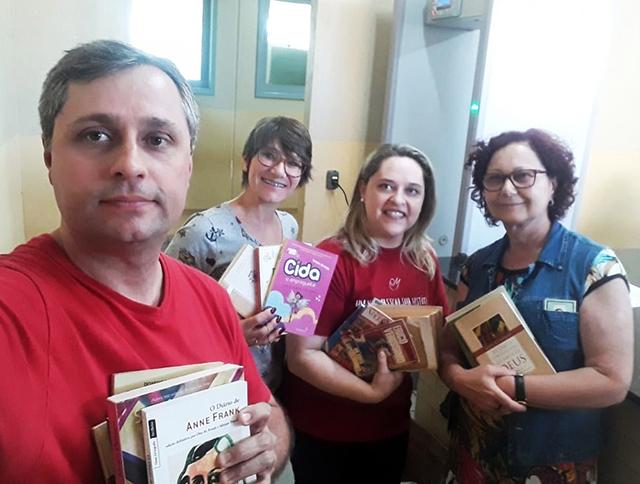 Projeto doa de livros ao presídio Santa Augusta