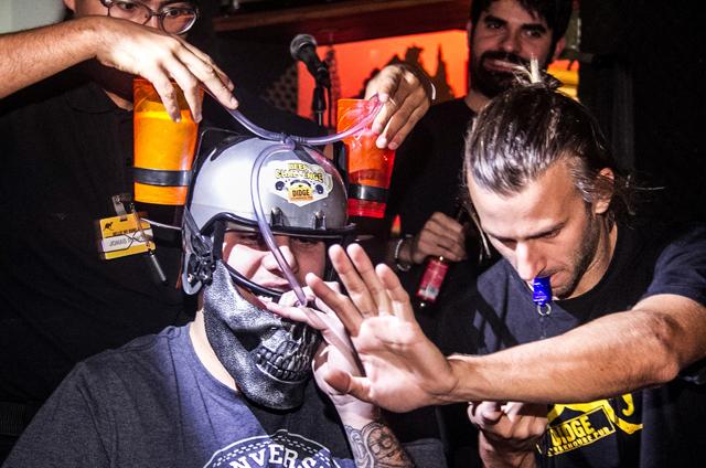 Competição do Didge BC busca os bebedores de cerveja mais rápidos