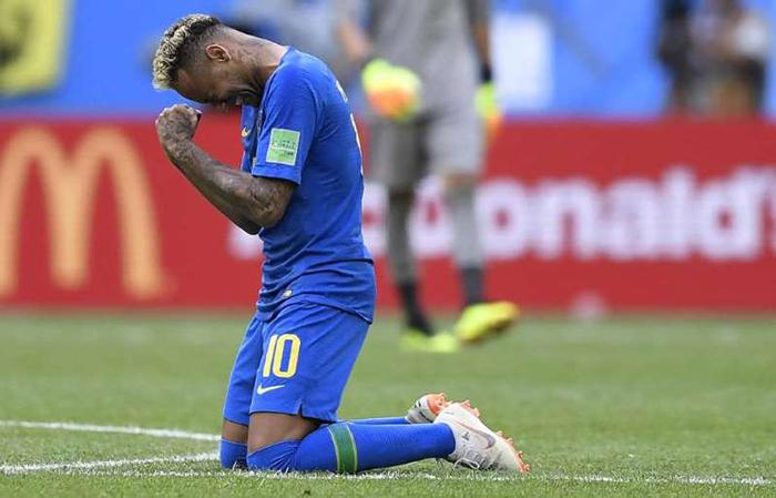 Neymar ultrapassa Romário como quarto maior artilheiro da Seleção