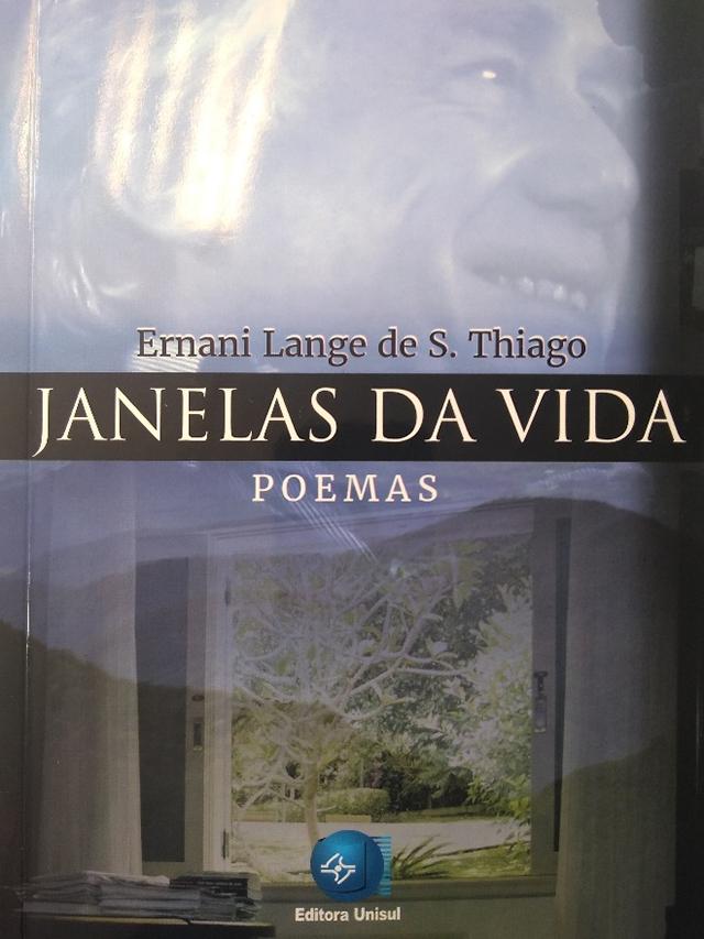 Editora Unisul lança o livro de poemas 'Janelas da Vida'