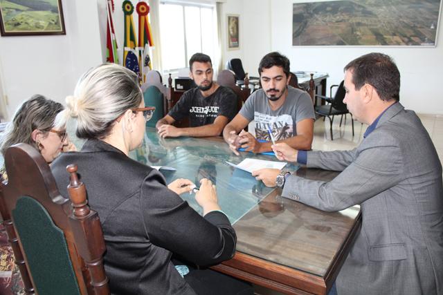 Novos abrigos de ônibus serão construídos em Maracajá