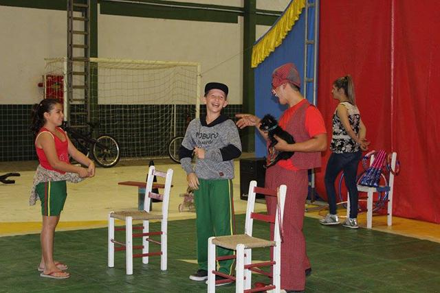 """A """"magia do circo"""" na Semana da Criança de Maracajá"""