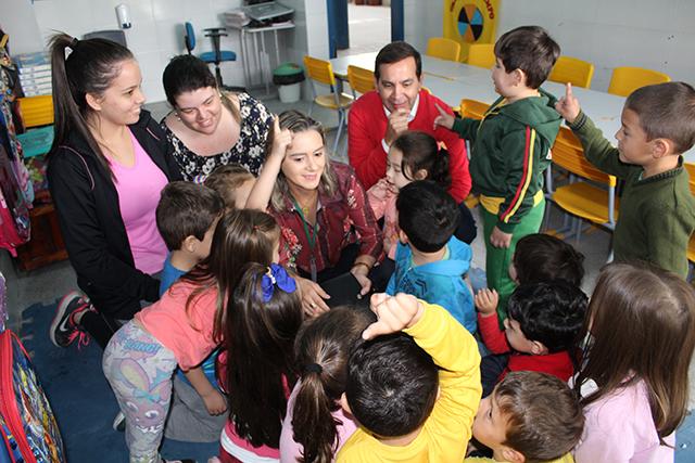 Alunos de 4 e 5 anos terão aulas com tablets em Maracajá