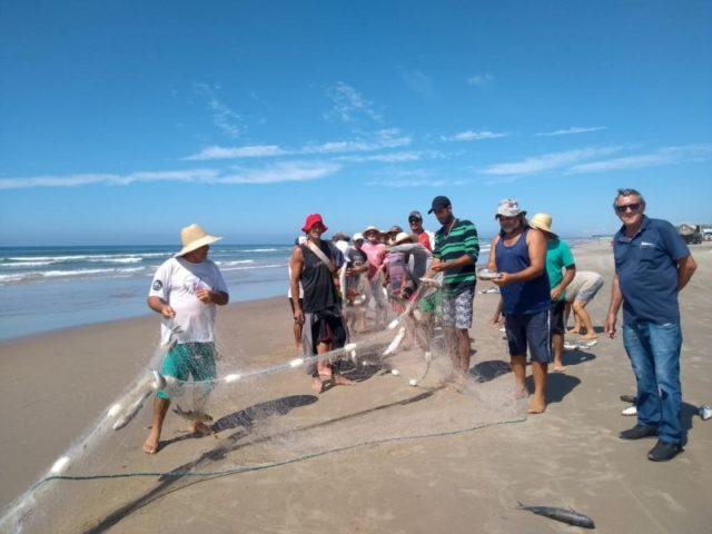 Pescadores capturam uma tonelada de tainhota