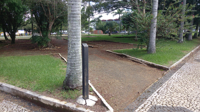 A placa da Praça Presidente João Goulart está furtada há um ano