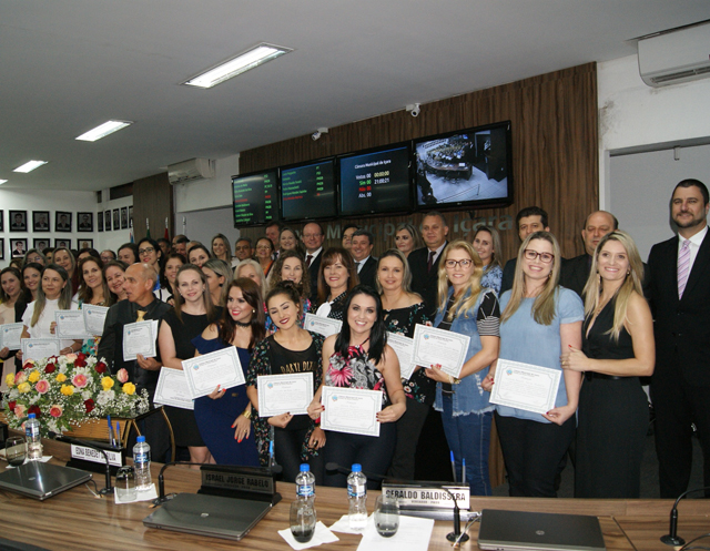 Educadores recebem homenagens em Içara