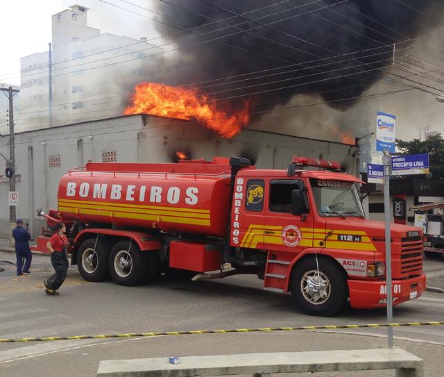 Perícia sobre incêndio no depósito sairá até o fim do mês