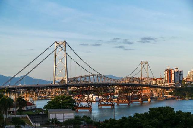 Ponte Hercílio Luz será liberada para tráfego de veículos oficiais