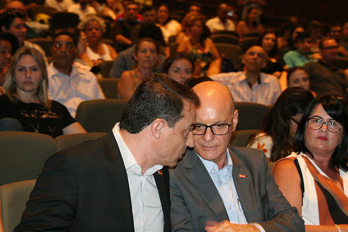 Governador e secretário da Educação empossam novos professores da rede estadual
