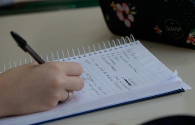 Procon SC: Escolas não podem reter histórico de alunos inadimplentes