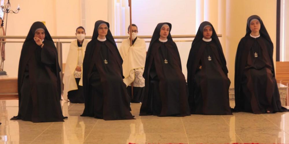 Diocese celebra votos de cinco jovens no Santuário do Sagrado Coração de Jesus