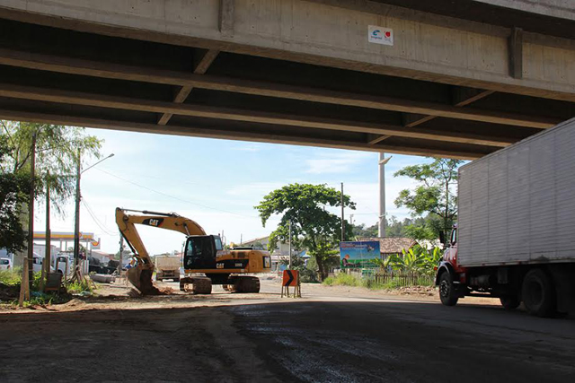 DNIT prepara sistema de drenagem em obras da BR-101