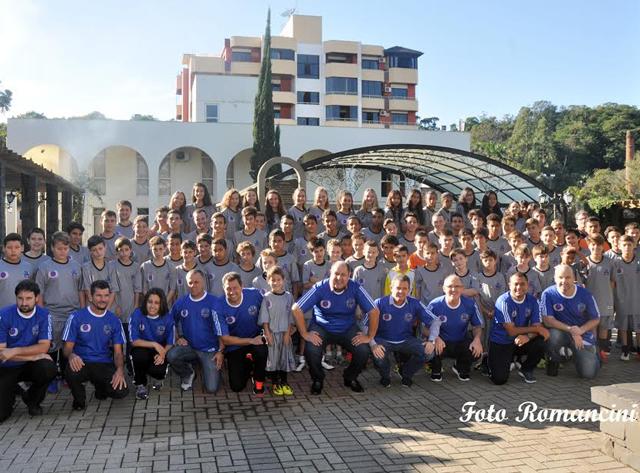 Uniformes são entregues para escolinhas esportivas de Nova Veneza