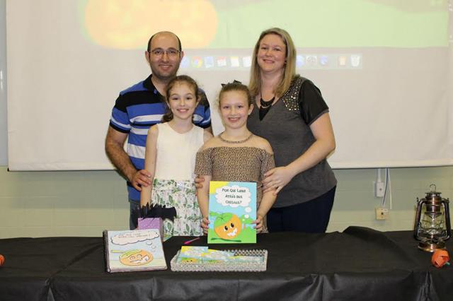 Menina de 8 anos tem livro desenvolvido com ajuda do técnico da Satc