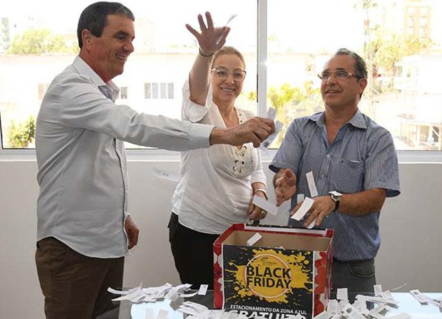 Rua Marcos Rovaris premia cliente com R$ 500 em crédito