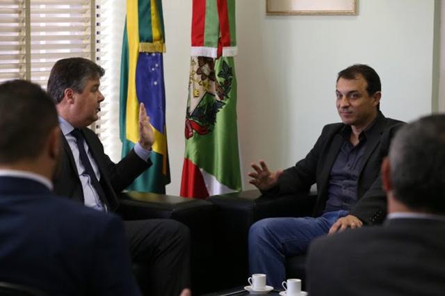 Carlos Moisés se reúne com MPSC e busca aproximação por modelo de transparência e eficiência