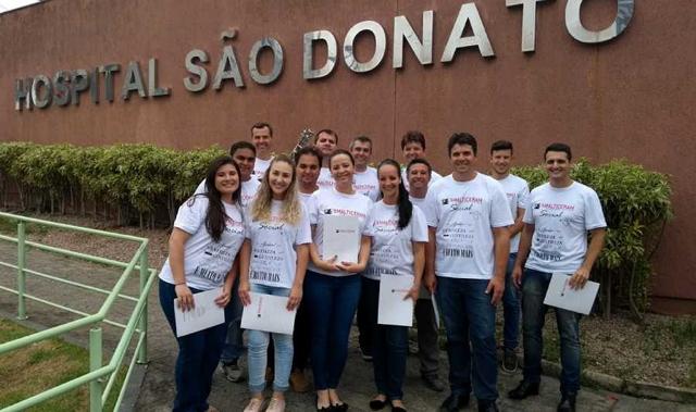 Voluntários formam coral e alegram Hospital São Donato