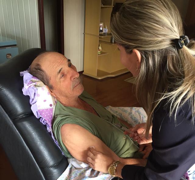 Pacientes acamados em Jacinto Machado recebem vacina