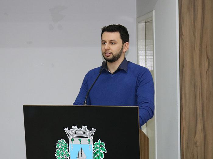 Vereador Higor Robetti solicita melhorias nas pavimentações