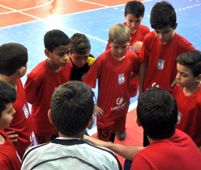 Equipe da FME de Içara disputa quartas de final no futsal