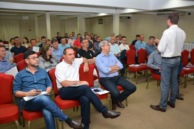 Sinduscon encerra atividades de 2016 com assembleia geral