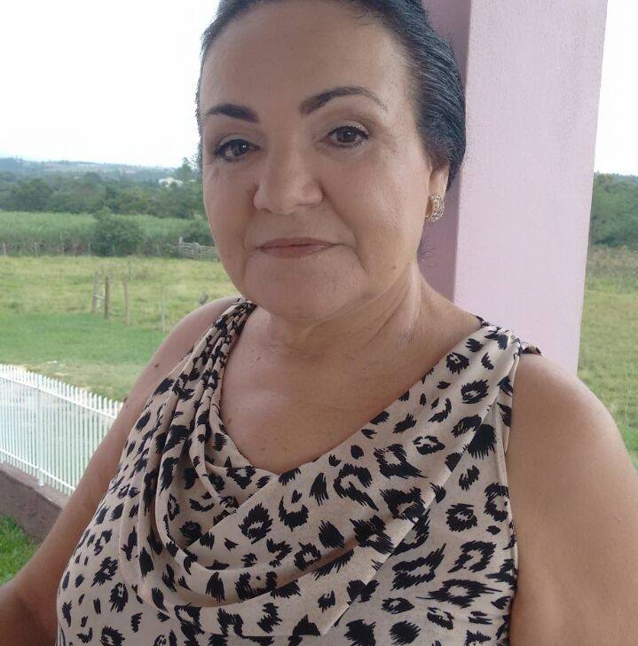 ELZA DE MELLO